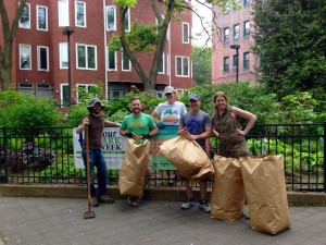 Volunteers at the 2015 Love Your Park Day in Louis I. Kahn Park